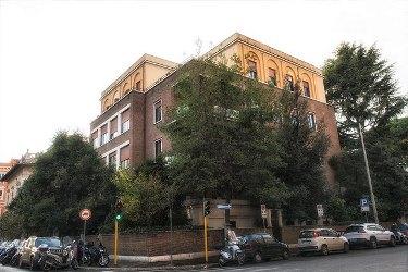 Vendita e affitto uffici e negozi a roma for Uffici parioli